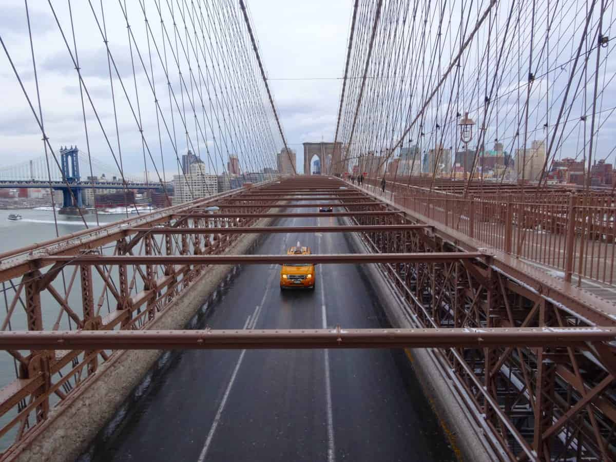 Brooklyn Bridge gelbes Taxi