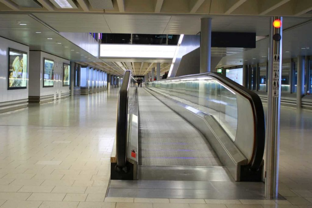 AirTrain JFK New York City Rolltreppe - reisenewyork.com