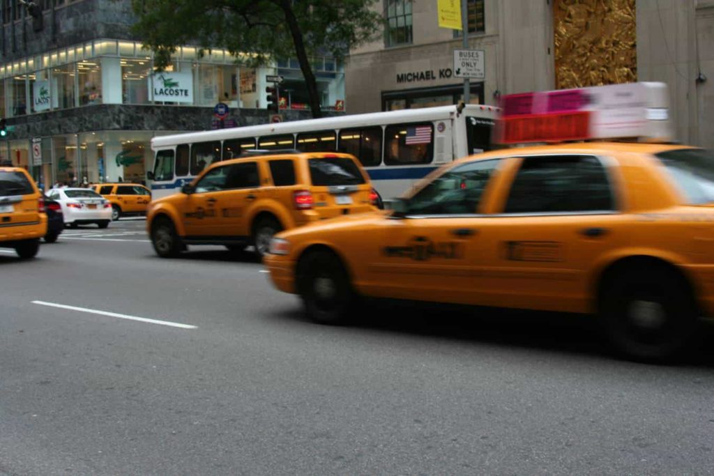Taxi New York Yellow Cap - reisenewyork.com